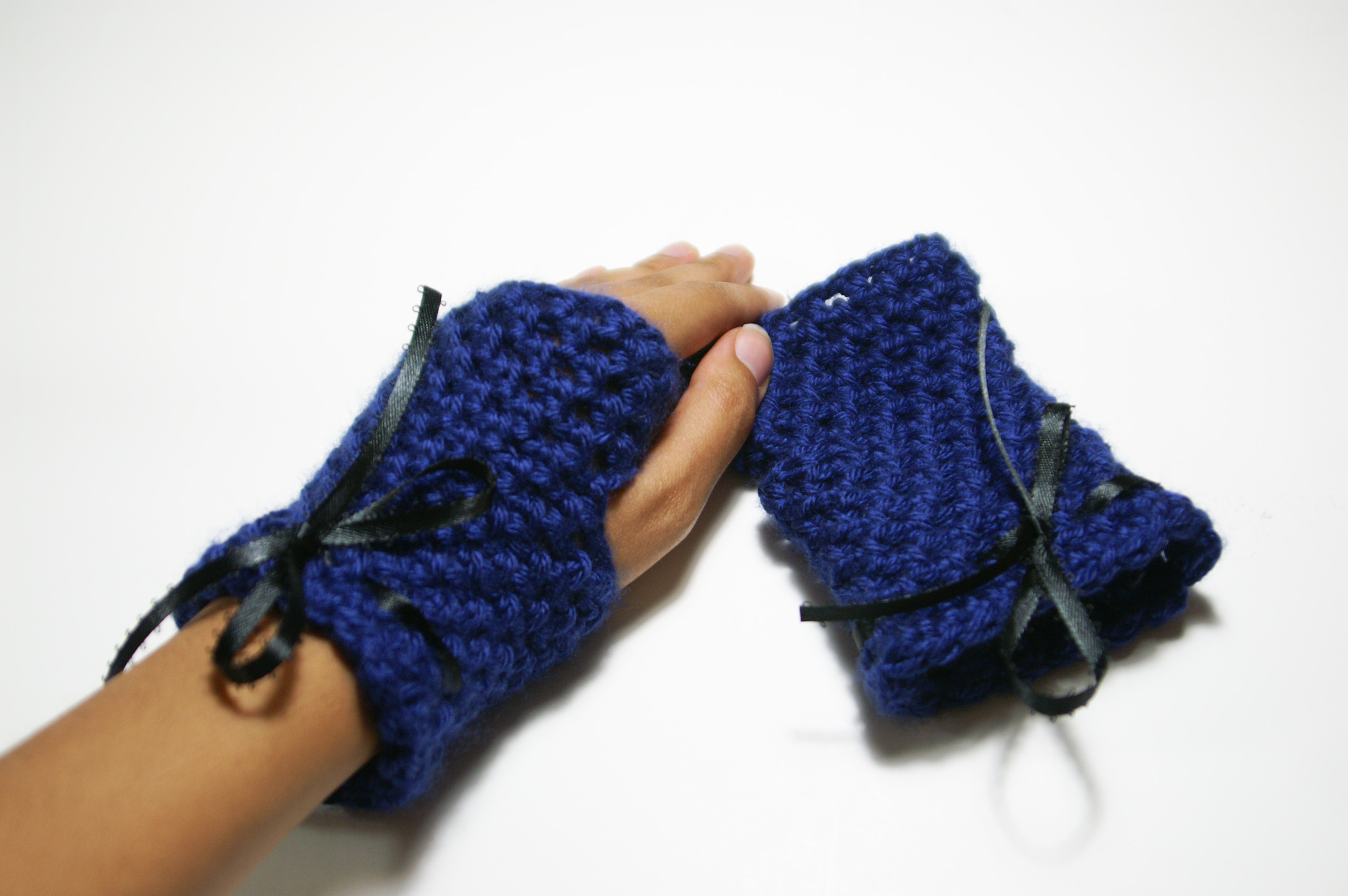 ... addition to my small crochet clothing collection: fingerless gloves